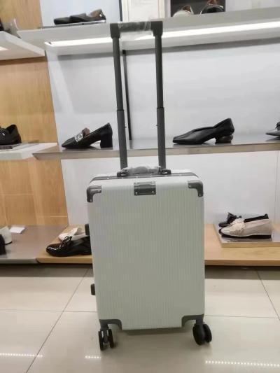 袋鼠行李箱白色 20寸